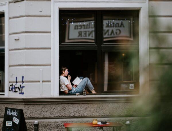 leggere alla finestra