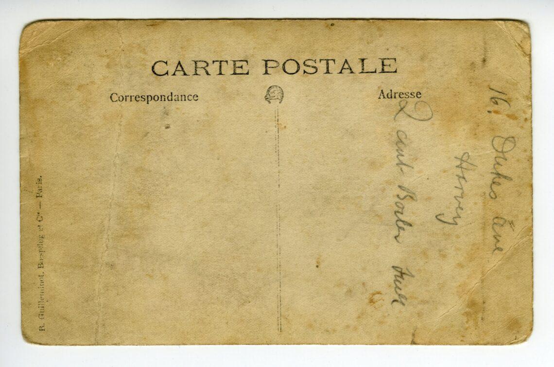 il retro di una cartolina degli anni cinquanta, scritta in francese