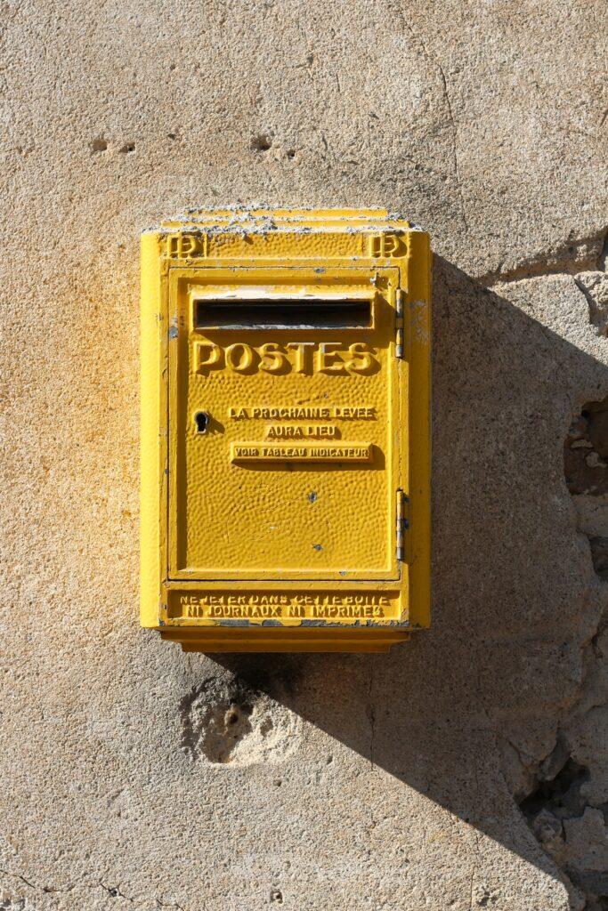 Una cassetta della posta in Francia